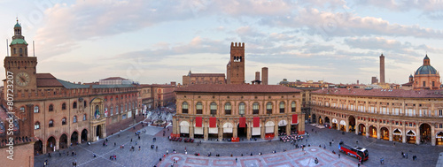 Leinwand Poster view of piazza maggiore - bologna