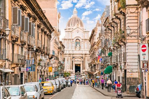 Carta da parati People on the street of Catania, Italy.