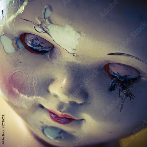 Photographie  head of beatiful scary doll like from horror movie