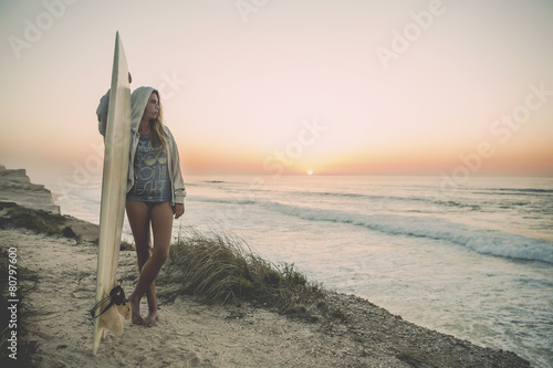 Fotografie, Obraz  Surfer Girl