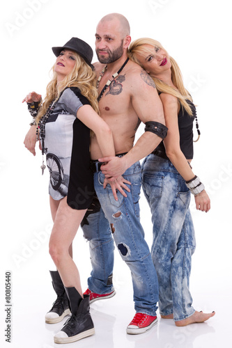 Foto  Man and two women