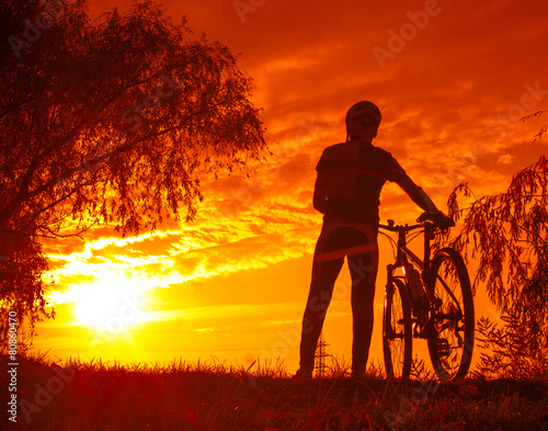 Photo  Man with mountain bike