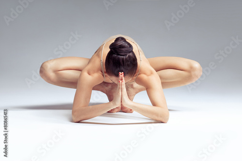 Staande foto School de yoga yoga woman