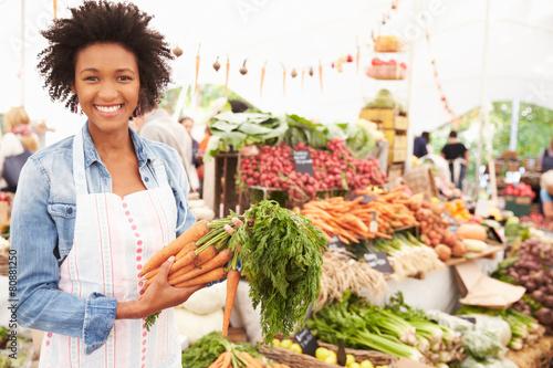 Female Stall Holder At Farmers Fresh Food Market Fototapeta
