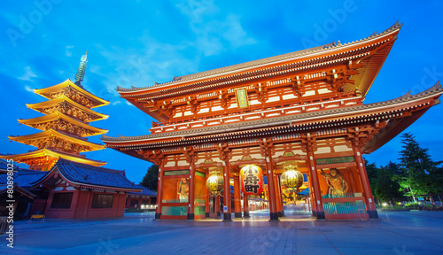 Fotobehang Tokyo Sensoji Asakusa temple Tokyo largest Buddhist temple