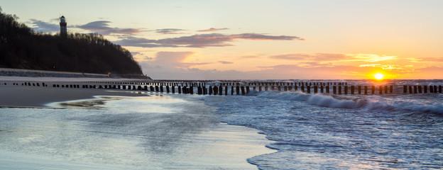 Fototapeta Latarnie Latarnia morska na wybrzeżu Bałtyku