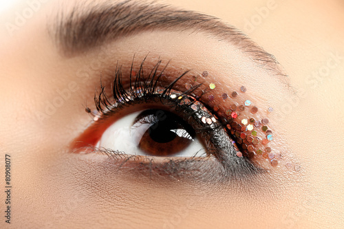 Foto op Plexiglas Beauty Female eye with fancy glitter makeup, macro view