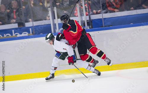 fototapeta na lodówkę Hokej na lodzie - Ciężkie walki