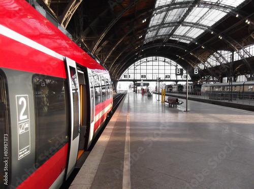 Fotografía  Bahn hält in Bahnhof