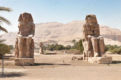 Photo Stands Egypt The Colossi Of Memnon Giant Statues