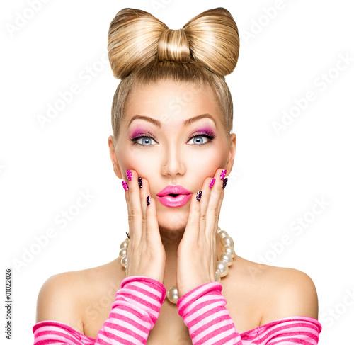 piekno-zaskoczony-modelka-dziewczyna-z-fryzura-smieszne-luk