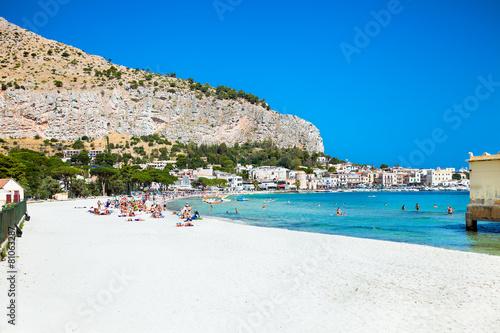 La pose en embrasure Palerme Mondello beach in Palermo, Sicily.