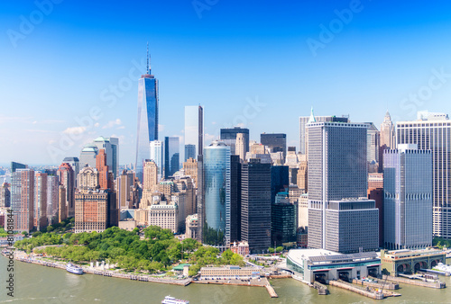Photo  Aerial skyline of Lower Manhattan on a beautiful sunny day