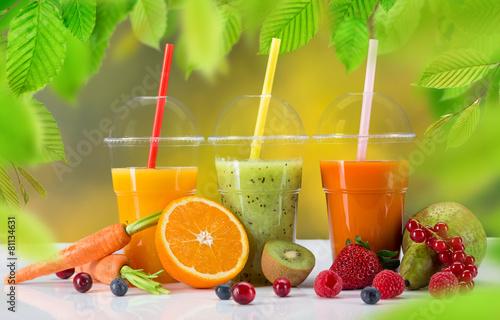 swiezy-sok-wymieszac-owoce