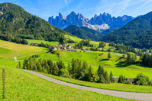 Montage in der Fensternische Lime grun View of mountain valley and Santa Maddalena village, Dolomites