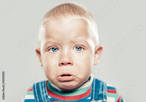Tableau sur Toile little crying boy studio portrait