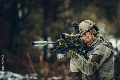 Fotomural armed  man in camouflage with sniper gun