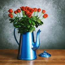 Red Roses Bouquet In Glossy Blue Retro Coffee Kettle