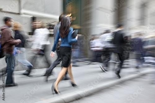 Cuadros en Lienzo motion blurred business people walking on the street