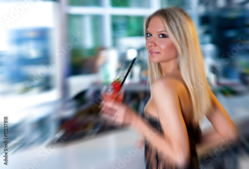 attractive girl with cocktail Canvas-taulu