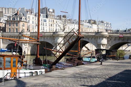 Papiers peints Ville sur l eau Péniche sur Seine