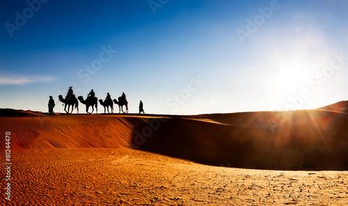 Spoed Fotobehang Kameel Camel caravan on sand dunes in the desert, Erg Chebbi, Morocco.