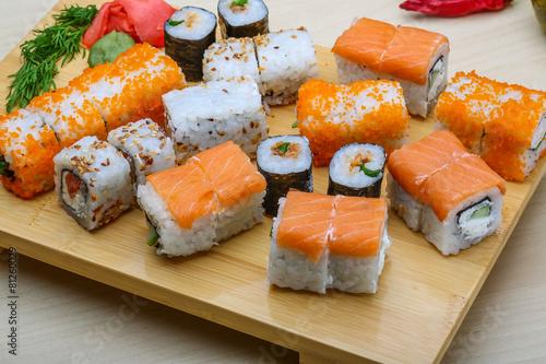 japonski-zestaw-sushi
