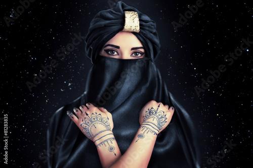 Cuadros en Lienzo beautiful stylish woman in oriental style in turban