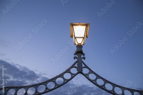 Photo  Illuminated Lamp on Ha'Penny Bridge, Dublin