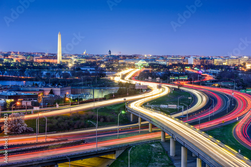 Poster Autoroute nuit Washington D.C., skyline with highways and monuments.