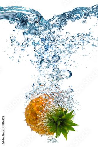 Spoed Foto op Canvas Opspattend water Pineapple falls deeply under water