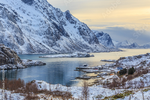 In de dag Noord Europa Winter fjord at sunset