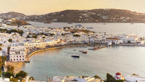 wyspa-mykonos-o-zachodzie-slonca-w-grecji-cyklady