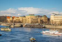 Prague - Rudolfinum Au Soleil Couchant