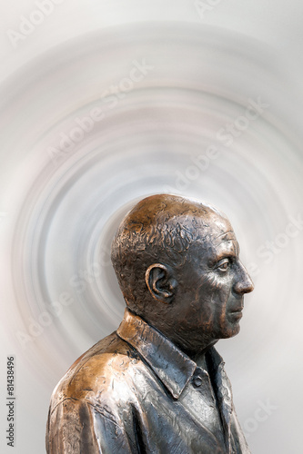 Fotomural  Metallbüste des berühmten Malers Pablo Picasso