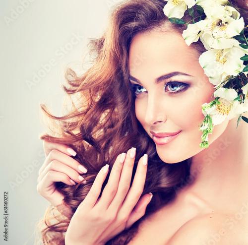 Tela  Spring freshness. Girl with delicate pastel flowers in hair