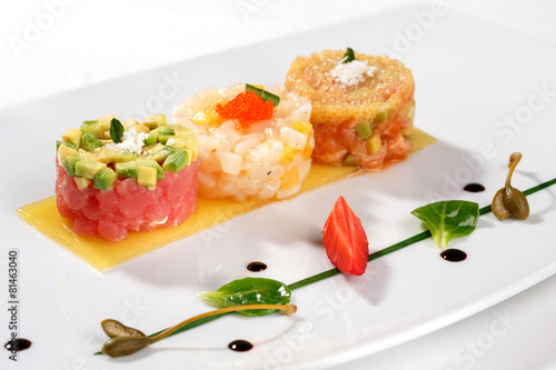 Poster Plat cuisine Tartar with tuna fish