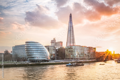 Poster Londres London City Hall with sunset