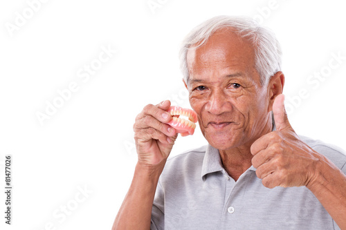 Photo  senior man with denture, giving thumb up