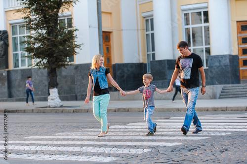 Fotografia, Obraz  Family Crosswalk