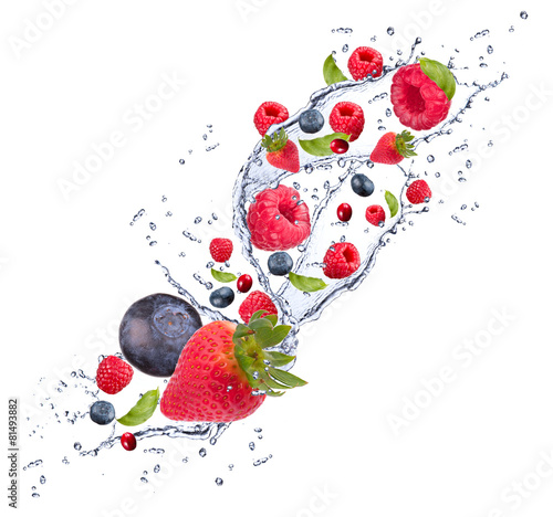 Foto op Canvas In het ijs Splash with fruits isolated on white background