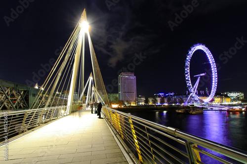 Carta da parati Embankment bridge