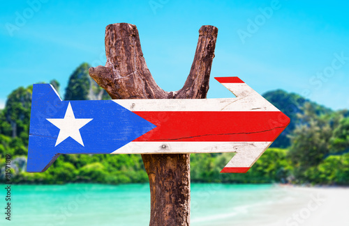 Poster Algerije Puerto Rico Flag wooden sign with beach background