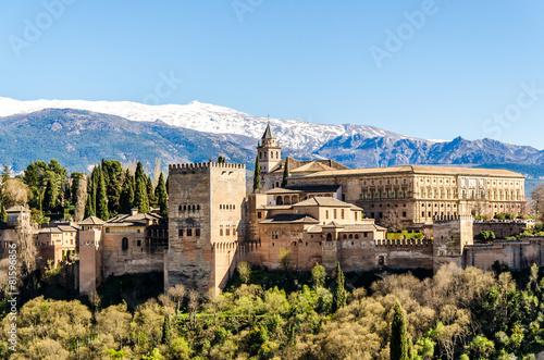 Stampa su Tela Alhambra in Granada vor schneebedeckter Sierra Nevada