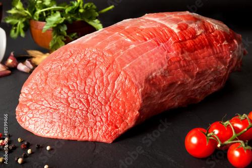 Staande foto Vlees Bodegón de carne.Redondo de ternera