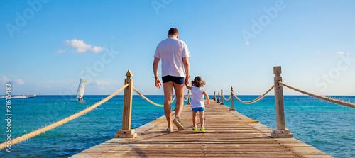 Fotografía  bimbo e padre sul molo