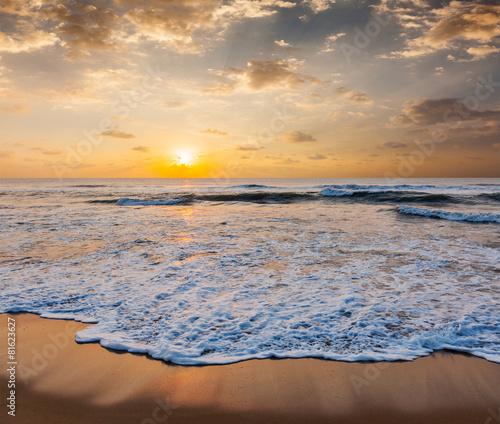 Foto auf Gartenposter Strand Sunrise on beach