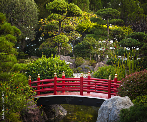 Red bridge in Japanese garden - 81629412