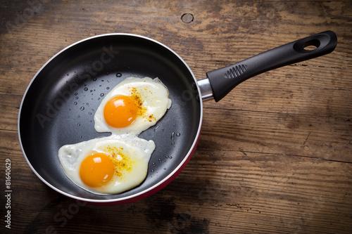 Foto op Plexiglas Gebakken Eieren frying eggs in pan on table