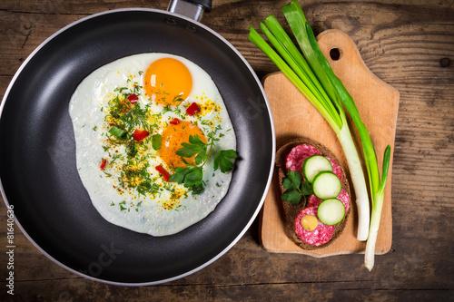 Deurstickers Gebakken Eieren two frying eggs in pan with sausage sandwich